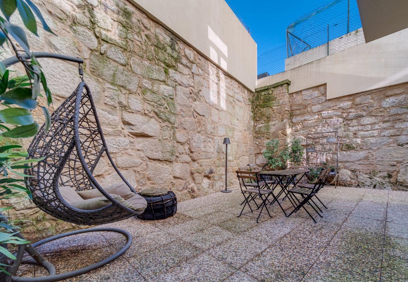 Apartment in Porto - Nomad's Terrace & Spacious
